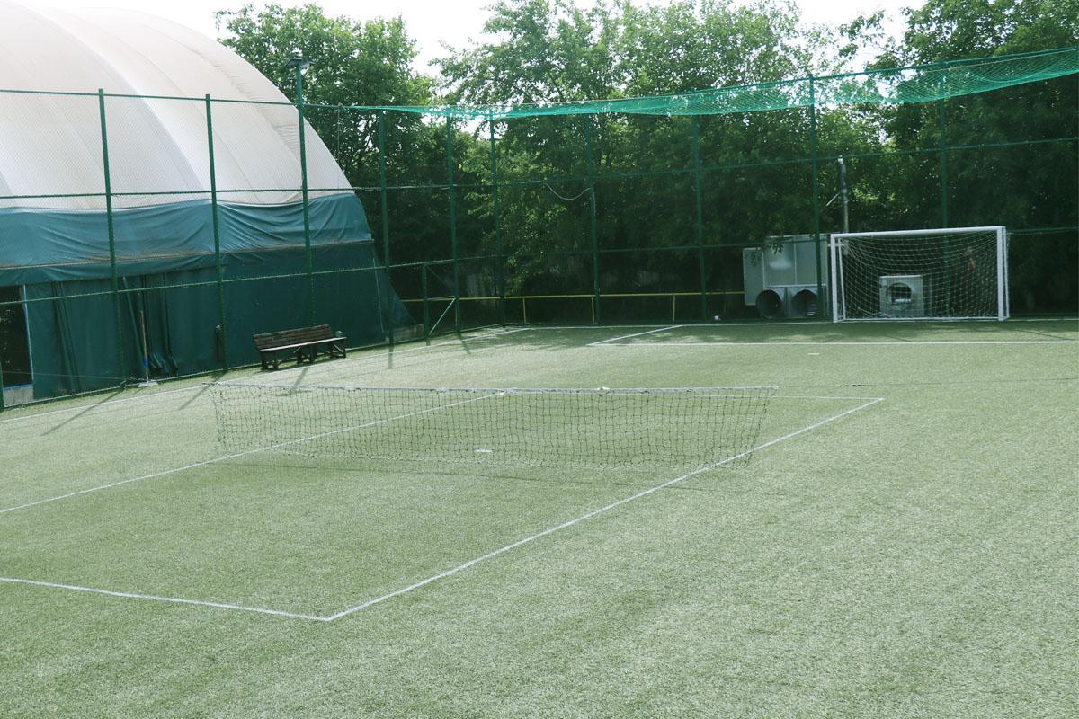 Tenis descoperit 01