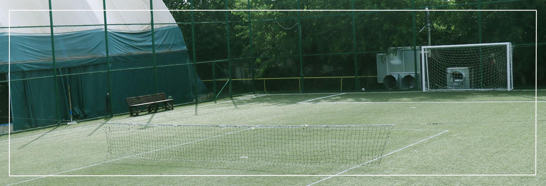 teren de tenis descoperit